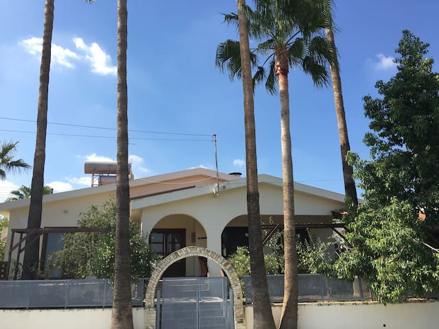 Beautiful house in Alampra with swimming pool - Alampra - Hus