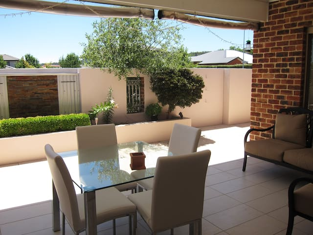 Private wing - near Canberra airport & golf course - Queanbeyan East - Rumah