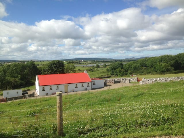 The Old Cowshed Burren Retreat - Ennis - Casa