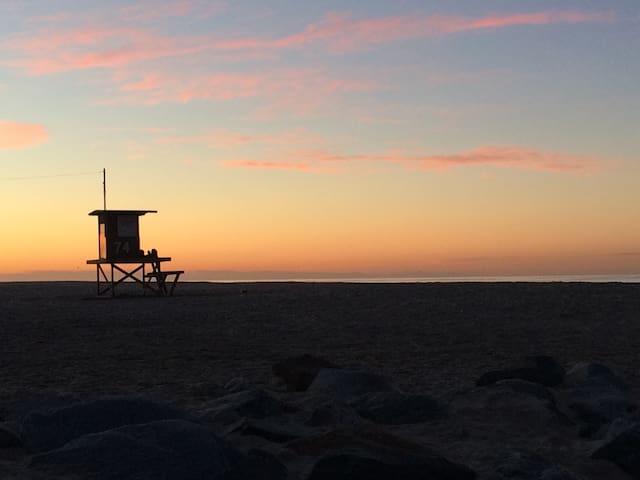 Surf Bungalow: Steps from the Beach - Newport Beach - Departamento