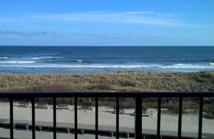 Beachfront With Heated Pool in North Wildwood. - North Wildwood - Condomínio