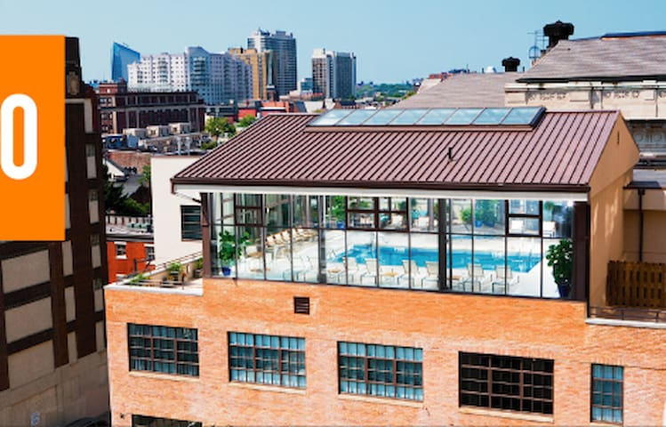 Posh Loft in Full-Service Building w/Pool! - Philadelphie - Loft