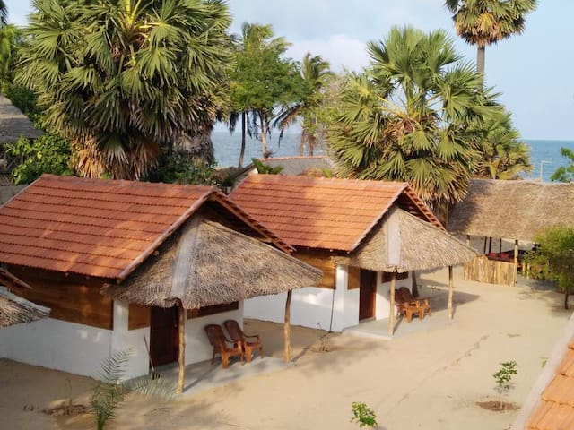 Golden Beach Comfy Cabanas - Kudawa - Chalet