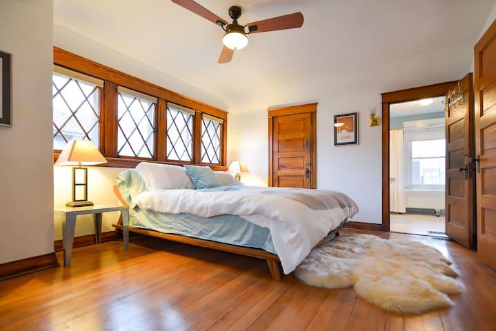Suite w/ Kitchen - Midtown/Westport - Kansas City - Rumah