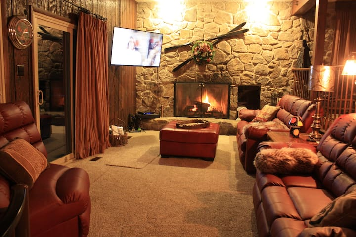 Alpine Retreat - 5 Separate Bedrooms - Room 1 - Champion - Bed & Breakfast