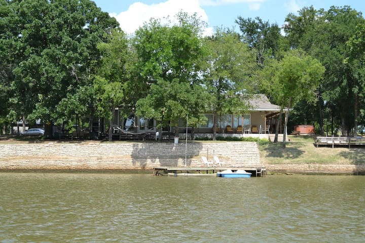 RIVER FRONT VACATION HOME (Strict 18 Max person) - Weatherford - Casa