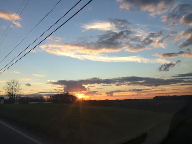 Lovely home, gorgeous sunsets! - Punxsutawney - Casa