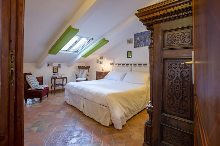 Attic room with external private bathroom - Orvieto - Leilighet
