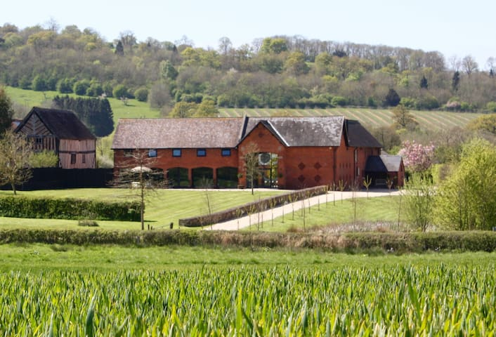 2 Luxury Connected Suites In Stunning Barn - Colwall - Bed & Breakfast