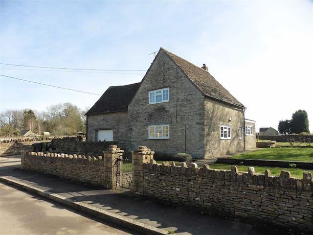 Ruby Cottage, Alderton - Wiltshire - Maison