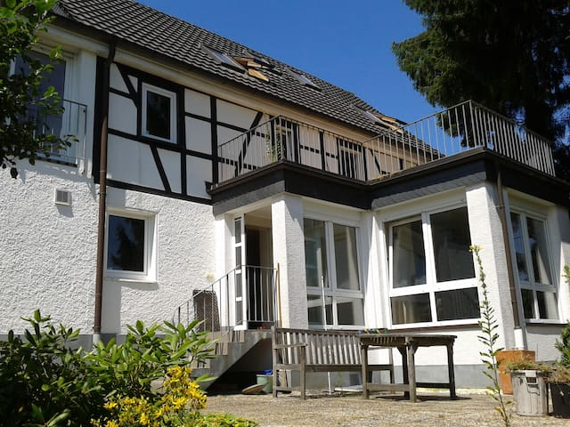 Small but cozy cottage apartment - Bergisch Gladbach - Maison