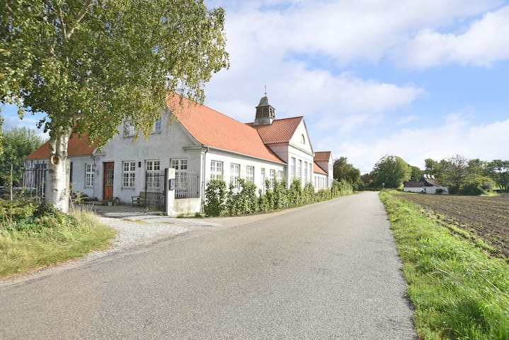 Beautiful manorhouse close to beach - Faxe Ladeplads - Huis