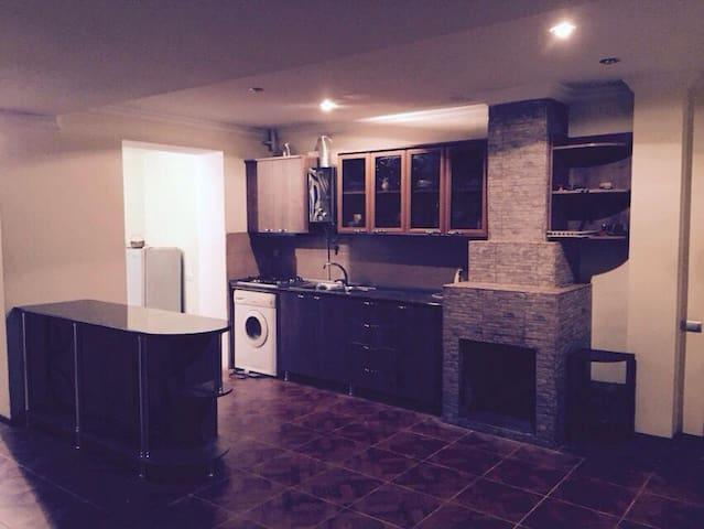 уютная квартира со всеми удобствами - Tskaltubo - Lägenhet