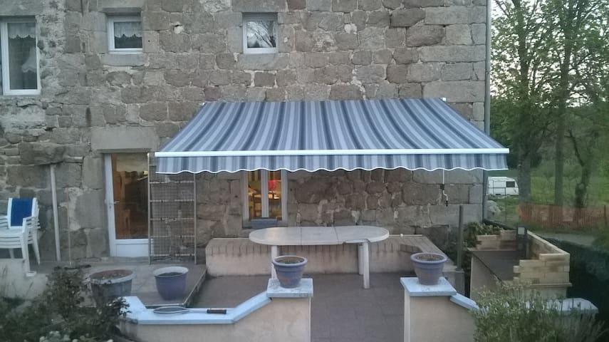 maison en pierre rénovée tout confort - Chenereilles - Rumah