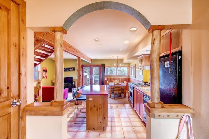 Beautiful Private Mountain Home W/Hot Tub - Nederland - Casa