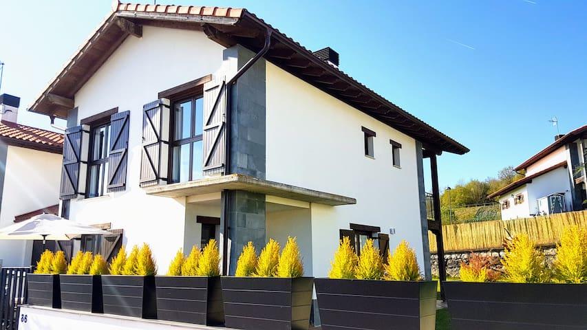 Great House for your Mountain trip, 30min Donostia - Lekunberri - Rumah