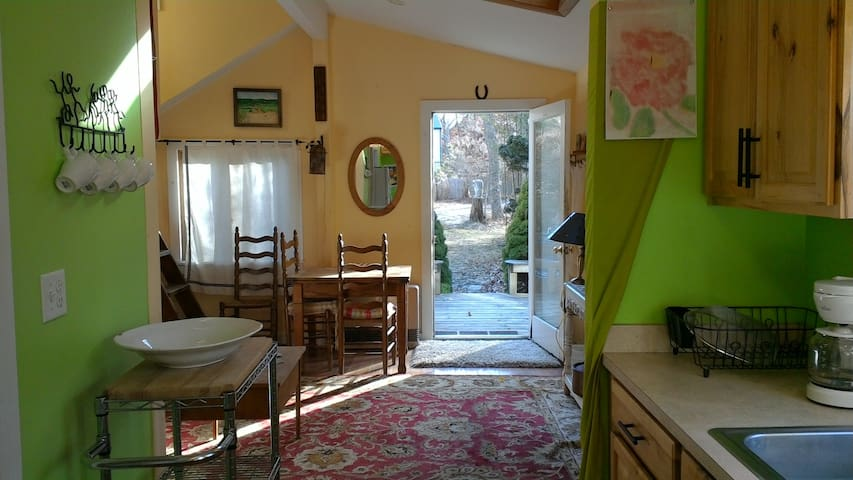 Lambert's Cove Colorful Cottage - Tisbury - Casa