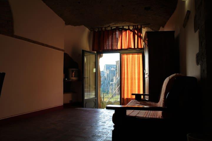 La grotta - Pitigliano - Maan sisään rakennettu talo
