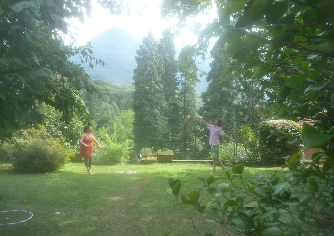 Villa mit Garten und Aussicht - Castelveccana - Appartement en résidence