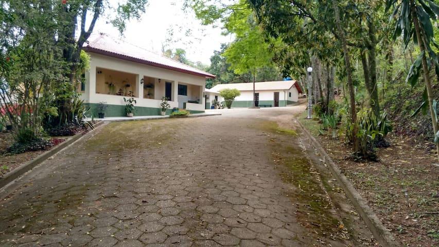 Chácara Ypê - Conforto e lazer - Pouso Alegre