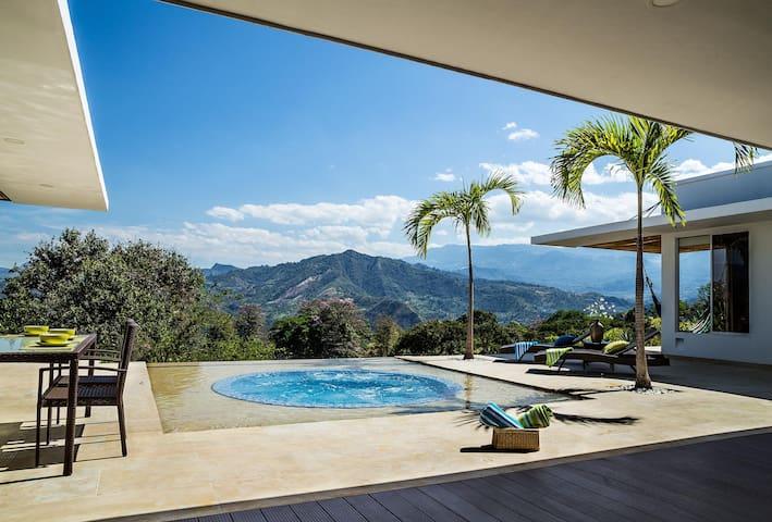 Villa con vista espectacular en el mejor clima - La Mesa - Villa