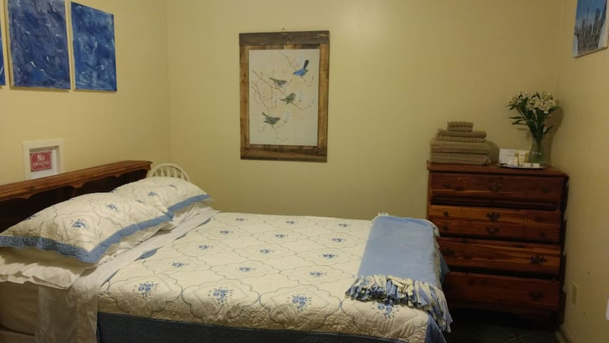Room for rent in convenient area - Clinton - Casa