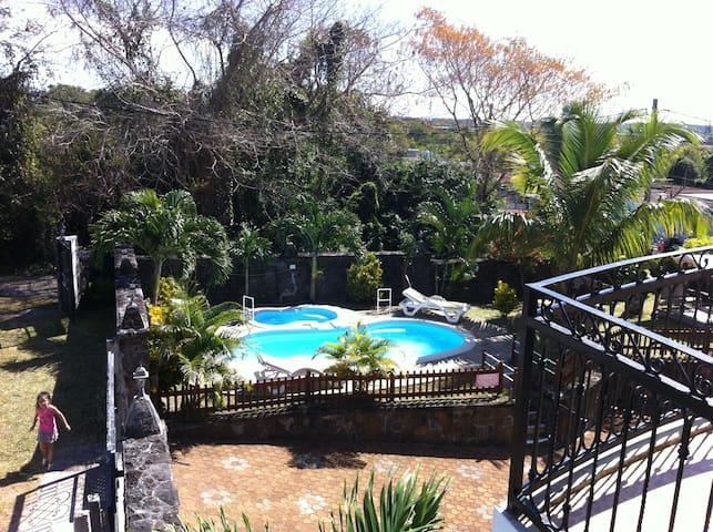 Luxurious Villa for 2  families - Quatre Cocos - Villa