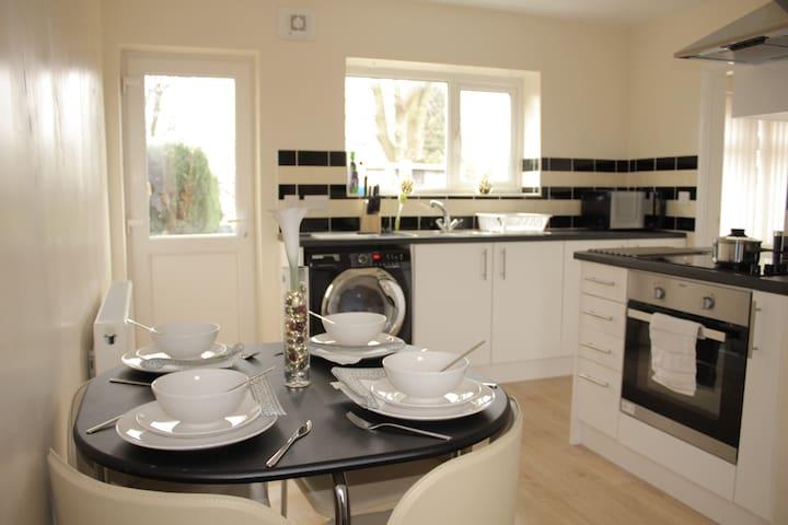 Pond House-Cosy Convenient Sleeps 6 - Wolverhampton - Ev