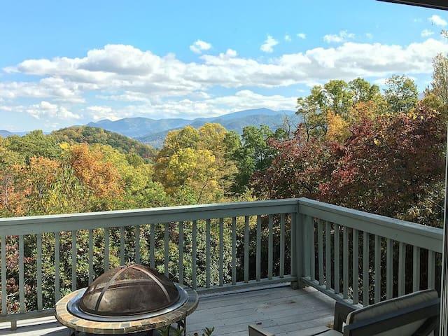 Luxurious Mountain Home, 3700ft, private,peaceful - Waynesville - Casa