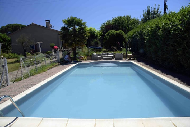 Chambre dans maison avec piscine - Villenouvelle - Huis