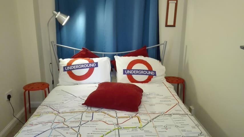 Modern Double Bedroom with breakfast & dinner - Didcot - Hus