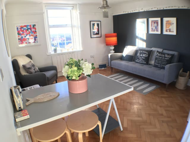 Light and airy double apartment with great views. - Deal - Huoneisto