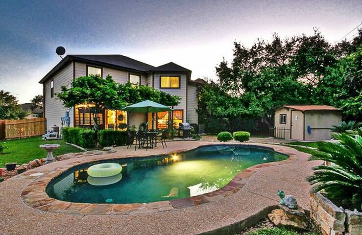 Family Oasis (2,500 SF) Near Lackland  Sea World - San Antonio - Casa