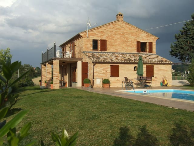 Italian farm house, Private pool - Montegiorgio - Haus