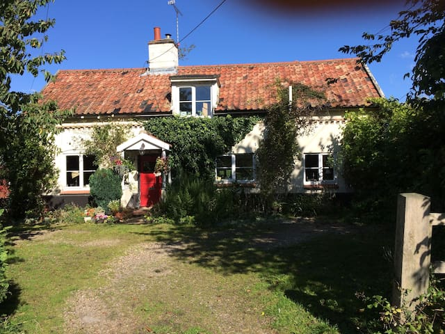 Quaint period Suffolk cottage - Suffolk - Bed & Breakfast