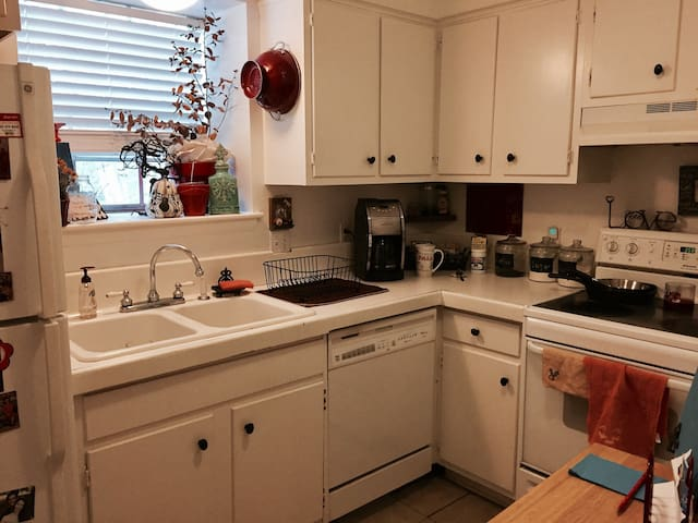 Spacious Centrally Located/LSU/Downtown Apartment - Baton Rouge - Byt