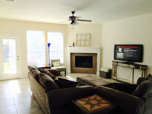 Spacious House w/Awesome Master Bath - Fort Worth - Rumah