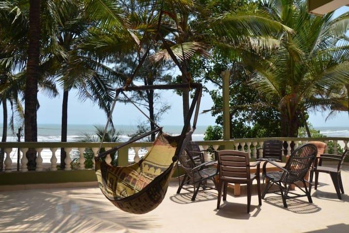 Beach facing Spacious Penthouse @ Ashvem Beach - Goa - Leilighet