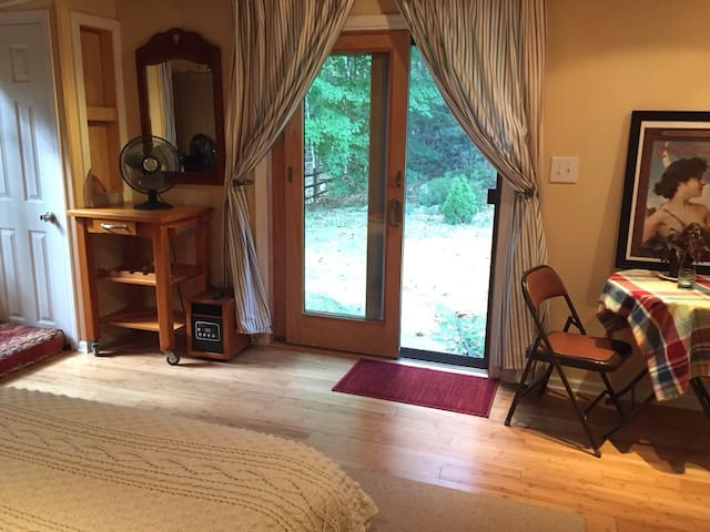 Large, comfortable room, NYC area - Spring Valley
