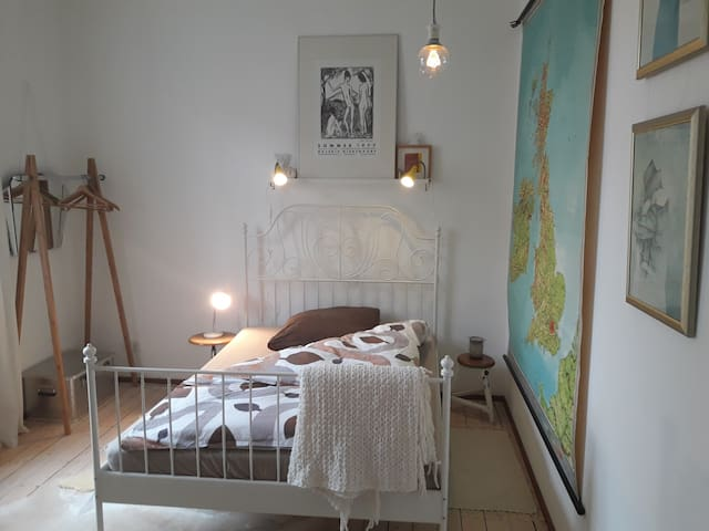 cosy bedroom with own bathroom - Aschaffenburg - Daire