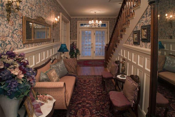 Lumière Inn 1893 Victorian 1 Block to the Water (SENSITIVE CONTENTS HIDDEN) - Washington - Casa