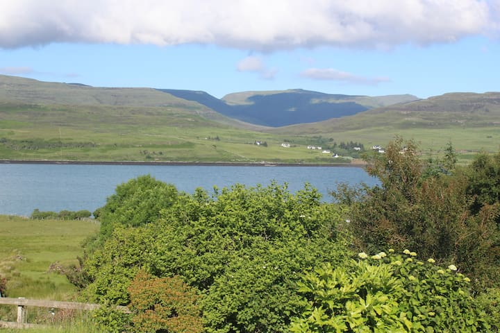 Sea Shimmer - Double room with ensuite and views - Treaslane