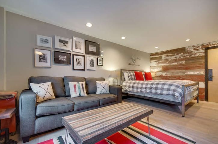 Cool In-town, Lift-side King Studio - Breckenridge - Apartment