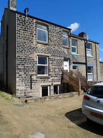 Modern 2 bed with parking - Huddersfield