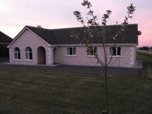 Mountain view holiday house near beautiful beaches - Kerry - Bungalow