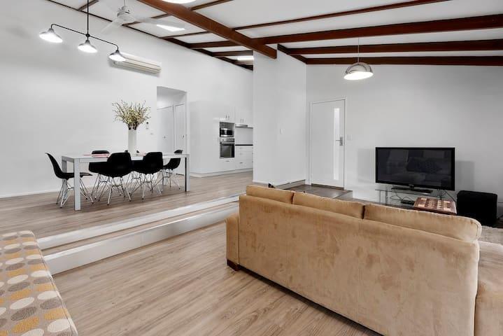 Designer 2 bed, 2 bath apartment. Superb location! - Toowoomba - Daire