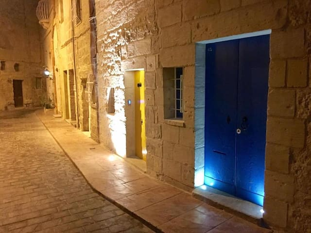Maltese House of Character with a modern twist - Rabat - Huis