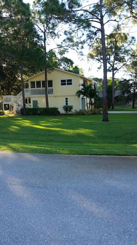 Quiet area close to the hustle and bustle - Fort Myers - Hus