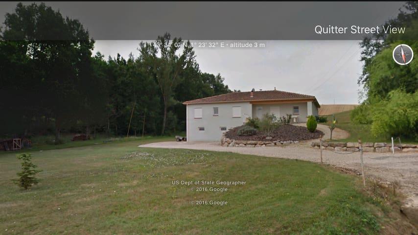 Chambre d'hôtes attenante à une maison de campagne - Varennes - Casa de huéspedes