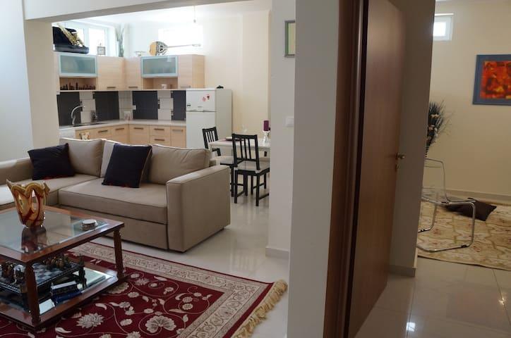 Stylish Spacious Apartment - Kalamata  - Leilighet